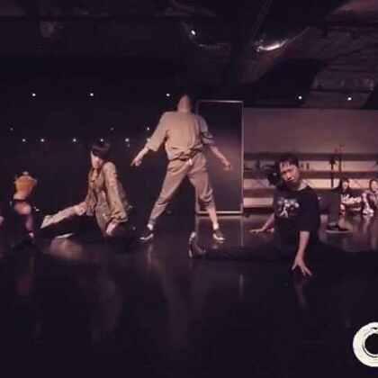 Aritz Choreography || Apedrums - Overload || class at #en dance studio# dancing with this amazing people @Exon_Arcos #choreography##dance##urban dance##hiphop##japan##tokyo##舞蹈#@UrbanDance @IM国际UrbanDance联盟 @Vhiphop唯舞