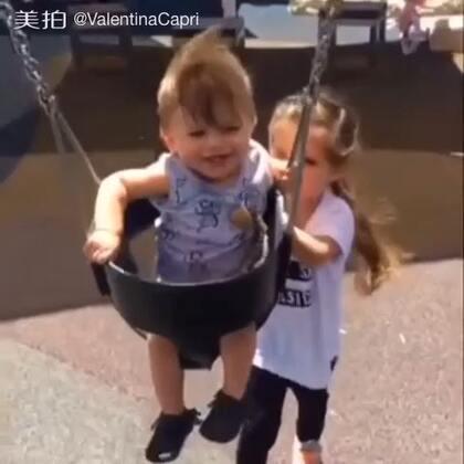 Good big sissy! Windy walks!🙌#宝宝##瓦伦蒂娜卡朴蕊##罗密欧##BabyRomeo#