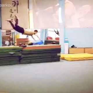 今天直播的室内训练,飞起来了#跑酷训练##极限运动##我要上热门#@Lucas.MFP