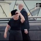 #舞蹈#本来以为腿脚不好的老奶奶,一和街头舞者跳起舞来……围观群众都看傻了😂@美拍小助手 喜欢请点赞+转发 关注我一起看MV(微博:http://weibo.com/u/2175642551)
