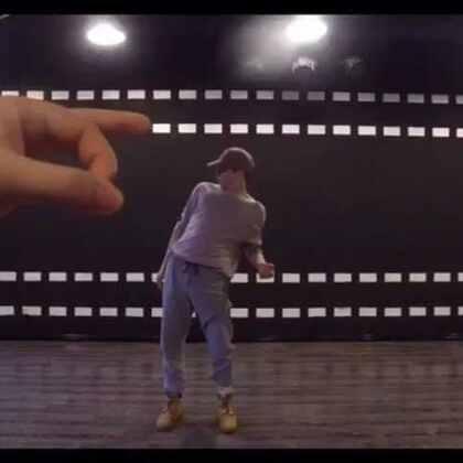 Today someone was moving my body 😂😂😂#fun##dance##GH5捏小人挑战#@GH5舞蹈工作室 #GH5##捏小人##我要上热门##舞蹈#