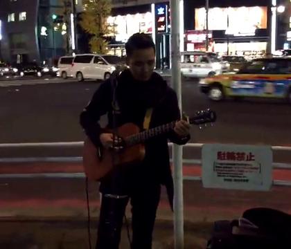 东京街头日语版《海阔天空》,女孩开始不知道他是中国人,后来一唱粤语直接泪奔.