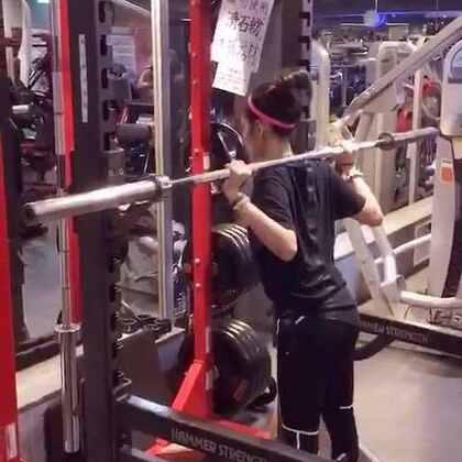 快轉三倍速深蹲part one!穿新衣服運動就是爽😎👍🏾 #fitness##puma#