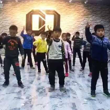 #少儿街舞##街舞popping##昆明街舞#酷舞POPPIN寒假班结束啦 小朋友们都蛮不错的!又有几个未来强力小舞者哈哈