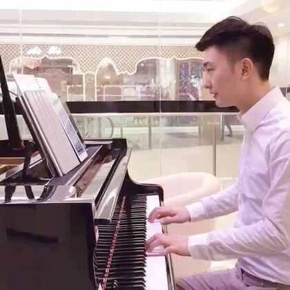 钢琴梦想家~《成都》这首歌 钢琴梦想家的学员 学到教材的 15首歌左右 就可以 自己弹出! 喜欢的可以练练。