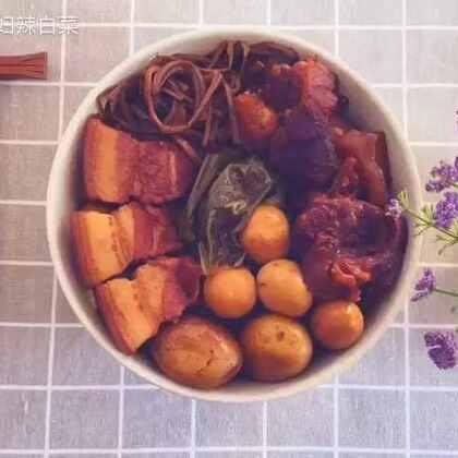韩式酱菜,有菜,有肉,有蛋,营养丰富的同时也是一道绝对下饭的菜哦……如果身边🈶️朋友是厌食症,就给他做一大碗酱菜,保证菜到病除……#美食##美食作业##地方美食#
