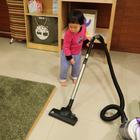 對兩歲小孩來說,吸塵器絕對不是用來吸地板的!😂😂😂#逗比##搞笑##寶寶#