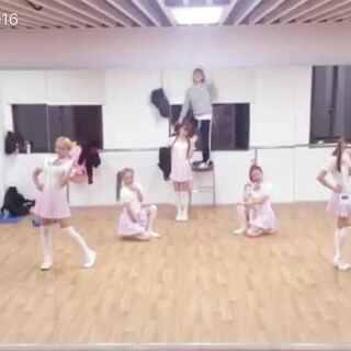 #舞蹈##女神##足球女团#FFC新舞 练习室