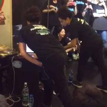 lockeroo Beijing workshop 课后solo2 演示左右手抓不同的音乐 大爱😘#waacking##舞蹈#