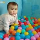 #宝宝##萌宝宝##可爱宝宝#玩球球啦~