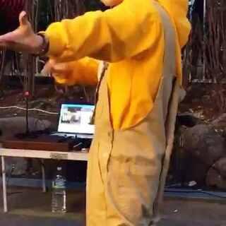 杨胜浩穿的真可爱 歌名你们听歌识曲吧 因为我也不知道 #杨胜浩##弘大公演##韩国舞蹈#