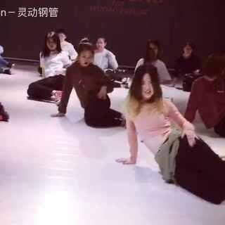 #舞蹈##@敏雅可乐#帅气又可爱的Cookie老师😇😇👼@Deng_灵动 @YUKI_灵动TT