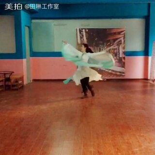 🍀仙一个💓猜猜这个舞蹈我要用在现在横店拍摄的哪部大戏里。😍答案杀青公布。😘#节日快乐#🎉女王们。🍾️