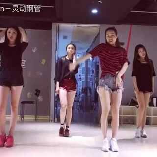 #舞蹈##@敏雅可乐#Vivi老师的爵士舞蹈课,努力加油把自己的爵士也给跳好🙌🙌🙌