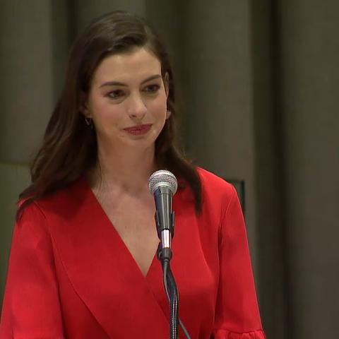 【联合国美拍】安妮·海瑟薇呼吁让父母平等享有...