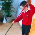 日常片段……早上,值日生三少慢慢悠悠的打扫卫生,俩姐姐在门口等他上学