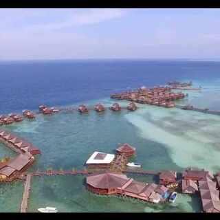 今天不潜水,来一段小岛的无人机航拍,很喜欢蓝色的海水,清澈透明😊#旅行##航拍##大疆无人机#