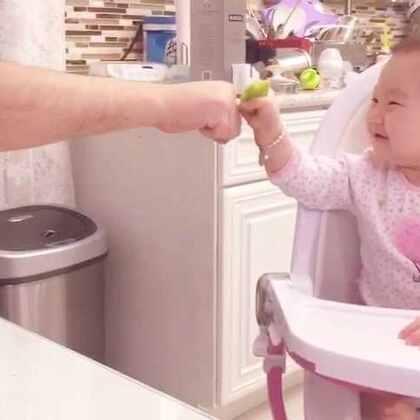 """丸子🍡和爸爸的小互动…这俩天天秀""""恩爱""""妈妈有少嫉妒😝😝(8个月➕12天)#宝宝##逗逼父女俩#"""
