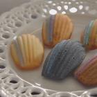 Joanna的甜點不藏私【瑪德蓮】 多才多藝的Joanna這次就來介紹自己的藍帶手藝-瑪德蓮,這款瑪德蓮特別有趣的地方在於表面有如閃亮眼影畫過一般,讓你無法不注意到它,視覺與味覺更是一次到位!看似簡單的貝殼蛋糕,卻藏有大大學問! #明星名人##甜點##美食##瑪德蓮##Joanna#