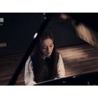 """#清晨录音棚#若拉的钢琴弹唱再来一波~相信大家都已经眼熟她了吧😊今天分享的是《成都》,因""""歌手""""火起来的一首歌!""""让我掉下眼泪的,不止昨夜的酒""""。女孩子唱男人的歌,别有一番滋味~ #成都##赵雷# @美拍小助手"""