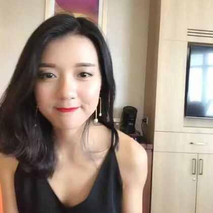 分享今天一个在泰国曼谷轻松又很chic的逛街度假Look ⛱️ #随手美拍##穿秀#