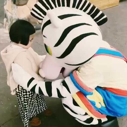 小蛮逛动物园。#可爱吃货小萌妞##吃货小蛮#