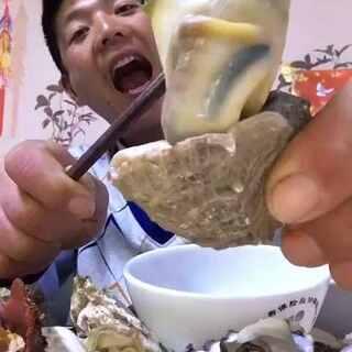 #吃秀##我要粉丝,我要上热门##我是吃货我自豪#肥的海螺来了,不吃就是过瘾。😁@美拍小助手 @美拍精彩合集 @觅食迹 @大胃王密子君 @大脸猫吐槽 @美食频道官方号