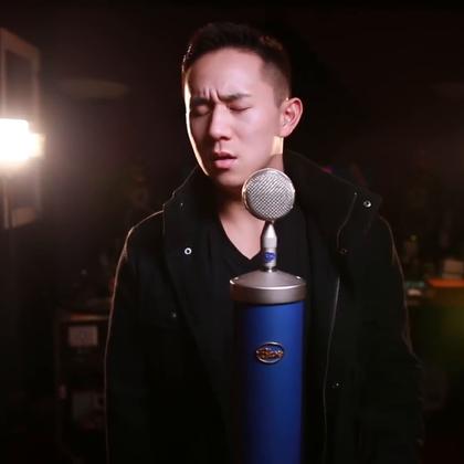 """林志炫是我最喜欢的歌手!听完他唱的 """"Writing On The Wall"""" 真是很佩服!这是我去年录的版本,昨天又听了一遍真的很想再重新录一遍😓 #节省钱##jasonchen#"""