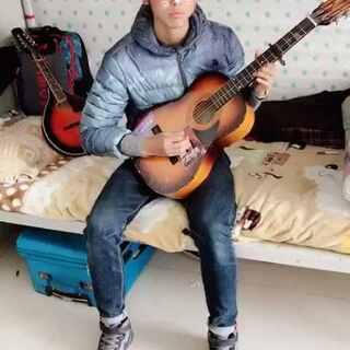 哥们弹唱的藏族情歌希望大家喜欢!喜欢的给个双击!评论888感谢🙏#男神#宿舍的日常##音乐#✌✌✌