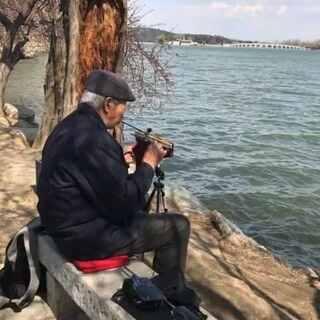 #我要上热门@美拍小助手##北京美景##音乐#北京颐和园画般的美景,老人独特乐器,好听,好美❤