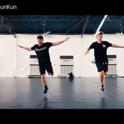 在新加坡和Eugeen 一起教课的视频 #舞蹈# 歌曲:The buzz