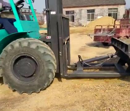 民间牛人用叉车改的铲车,很实用!#涨姿势#