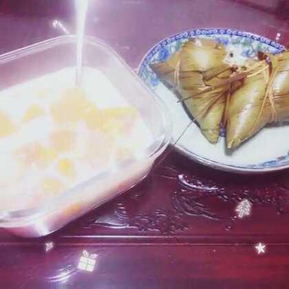 好久没早起做早餐了,木瓜牛奶+姥姥牌粽子,完美👏#日常##吃秀##美食#