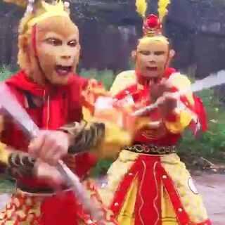 #搞笑视频##西游记#哈哈😄 两个猴子嗨起来😂😂😂