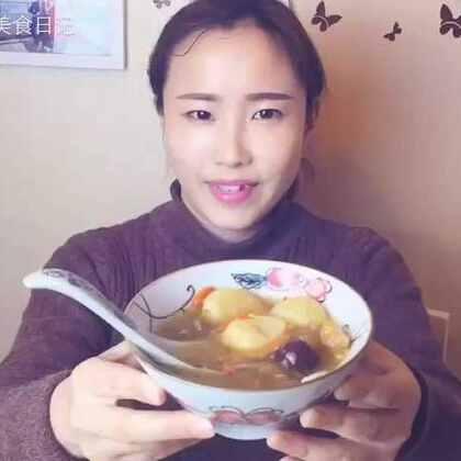 😍嘿,手机前的这位美女~请干了这碗,马蹄银耳红枣羹!😋超级滋补超级甜蜜!#美食##自制美食#