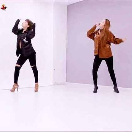 #抽烟舞##舞蹈##敏雅可乐#和佳佳走了两遍就直接录了,原本只是练练 哈哈哈 佩服编舞对音乐的诠释,动作不难但是能把型和feel玩好也还是需要功底的。。。想学的走起来哇……@美拍小助手 @敏雅可乐 @舞蹈频道官方账号