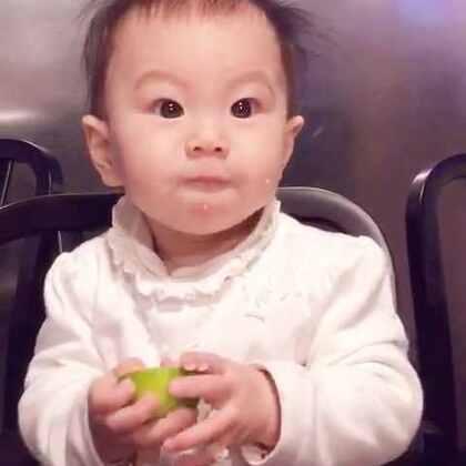 吃青柠檬🍋…太过于得意,最后乐极生悲了!!😂😂(丸子🍡9个月➕3天了。17斤,78cm)