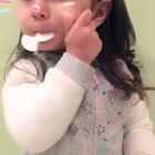 #萌娃小吃货##混血宝宝##宝宝#吃东西的时候是不太想理我😂