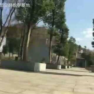 http://www.kongfanjiaoxue.com/shouji #跑酷##空翻#小伙空翻好牛逼