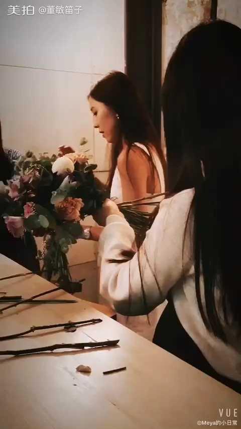 女人如花,花如女人。女人配花花更艳,花配女人人更娇。懂花艺的女人更懂得爱自己❤️Happy birthday to myself🎂#花艺##插花艺术#