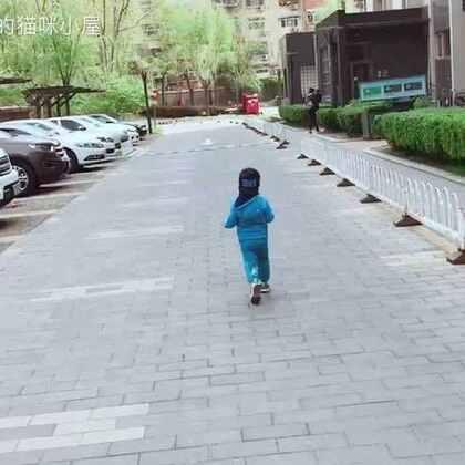 出门就不会走路的帅先森,一路跑我一路追……跟着他绝对能减肥。🏃🏻🏃🏻♀️🏃🏼🏃🏼♀️🕺🏻#帅帅成长记##宝宝##帅帅两岁四个月#28天