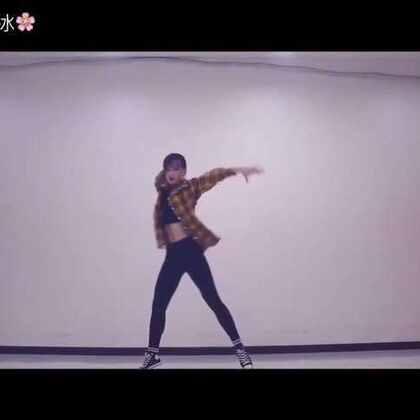 哈哈 好喜欢这支#舞蹈#呀‼️你们肯定也会喜欢的哈哈 这是我喜欢了好久的舞蹈现在终于把它录下来啦❤️#音乐#👉🏻Party Favors突然发现最近的视频都是格子衫哈哈 #我要上热门#@美拍小助手 赞转评的都是帅哥美女💕