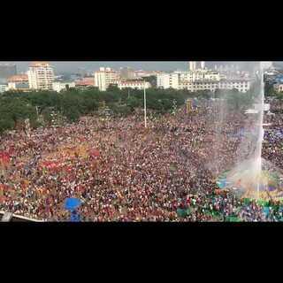 #泼水节#万人狂欢。明年一定要来参加哦