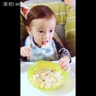 Using the 'tongue test' to check if the food is hot haha[调皮][调皮][调皮][Facepalm][Facepalm][Facepalm]#宝宝##搞笑##baby#