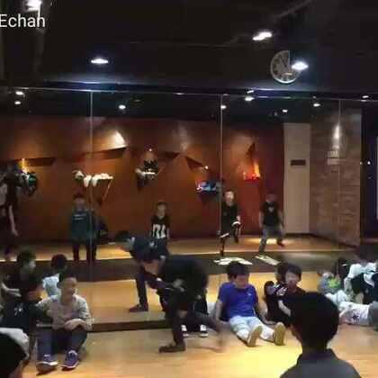 #宝宝##舞蹈##刘羿辰echan#小辰辰一直都在享受街舞带给他的乐趣😘😘