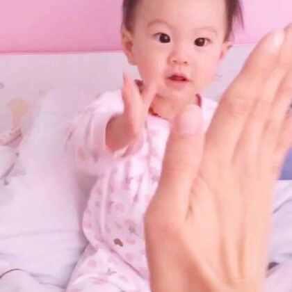 #宝宝##亲子活动#我们9个半月啦!目前技能越来越多了。好奇心强,每天各种模仿…还在努力学习亲亲😘😝😝(昨天体检17斤,77cm)