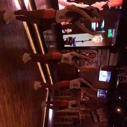 欢迎大家围观HOOTERS猫头鹰餐厅选美大赛-上海浦东正大店初赛!!!YMCA 爱你