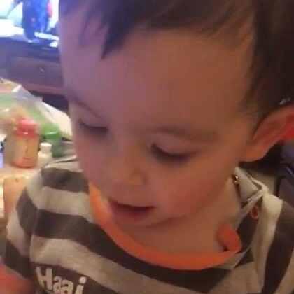 #宝宝##混血宝宝#@混血小王子阿诺Arno 某小只又来捣乱了😂