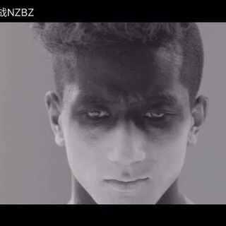 """南征北战NZBZ新专辑《生来倔强》第三波主打曲《特种部队》及MV上!线!啦!这首融合了Dubstep音色和Trap元素的EDM大家听了吗?被震撼到了吗?想举起双手踮起脚尖一起摇摆吗?😘快唤醒你内心的""""特种部队"""",和南征北战NZBZ一起High吧!"""
