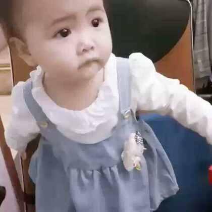 #宝宝##萌宝宝##可爱宝宝#十个多月,站得很稳啦!小宝贝,你的另一只鞋子呢😂😂